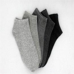 Los calcetines al por mayor de los hombres del verano calzan los calcetines cortos del barco de los deportes ocasionales respirables del algodón para los hombres