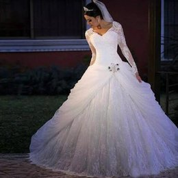 Luxurious Plus Size Long Sleeves Ball Gown Wedding Dresses Vintage Lace Appliques Crystals V-neck Bridal Gown Wedding Gowns