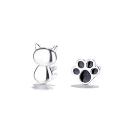 New Creative Super Cute Cat Dripping Glazed Cat Claw Earrings Female Sweet And Lovely Asymmetrical Cat Paw Earrings