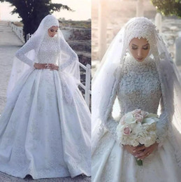 Gorgeous Lace Appliqued Muslim Ball Gowns Wedding Dresses 2018 White Beaded High Neck Arabic Dubai Puffy Long Sleeve Bridal Gowns Custom