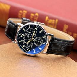 2018 Nueva moda Reloj casual Luz y delgada Moda correa Reloj de pulsera Cristal azul Reloj de cuarzo negro y marrón