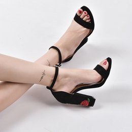 2018 European and American women's fashion, fashion, style, embroidery, rough heels, high heeled sandals, women's shoes.