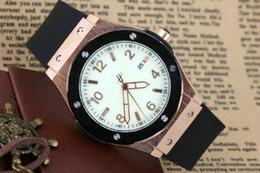 Los nuevos hombres de la moda Big Watch de oro de acero inoxidable de alta calidad masculina de cuarzo momento para hombre de moda de lujo spot aaa relojes de pulsera de caucho shopp libre