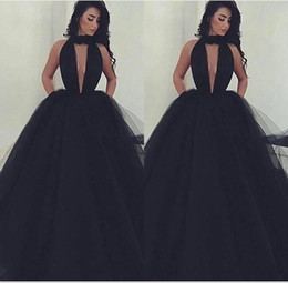 2018 Sexy Plunging V Neck Black Tulle Ball Gown Prom Dresses Halter Sexy Backless With Pockets Long Sweep Train Evening Party Gowns