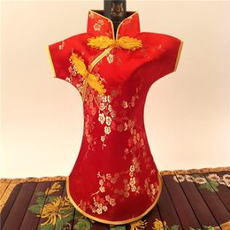 Chinese Cheongsam Wedding Wine Bottle Cover Bag Table Decoration Silk Brocade Wine Bottle Clothes Packaging Pouch Fit 750ml 10pcs lot