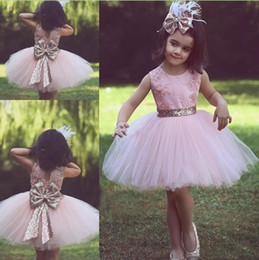 Cute Pink Short Flower Girl Dresses for Country Wedding Party Bog Sequined Bow Tutu Crew Neck Lace Kids Baby Child Birthday Formal Dresses