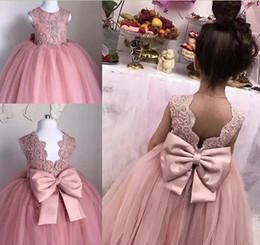 2018 Cute Flower Girl Dresses A Line Jewel Cap Sleeve Floor Length Girls Pageant Dresses Lace Applique Bow Kids Communion Christmas Gowns