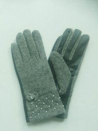 Fashion ladies wool thickening gloves leather pearl bow touch gloves source of supply support on behalf of the hair