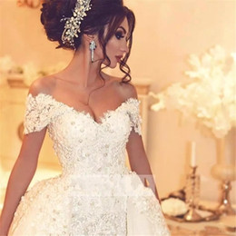 2018 Vintage Ball Gown Pearls Wedding Dresses Short Sleeves Lace Applique Sweep Train With Removable Off Shoulder Bridal Gowns BA7646