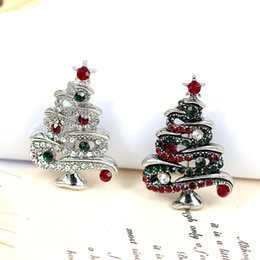 Exquisite Christmas Brooch Retro Christmas Tree Pin Jewelry Personality Creative Needle Pin New Boutique Gift Lady Boutonniere 3 Color