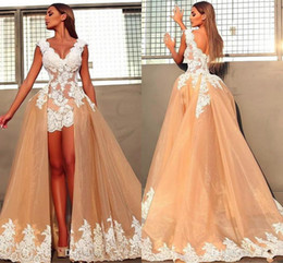 Glamorous A Line Wedding Dresses With Detachable Train White Lace Applique Tulle Short Bridal Gowns Beach