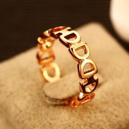 Hollow Out Letter D Finger Ring Gold pLated Vintage Charms Ring for Women Costume Jewelry Fashion Accessories High Quality