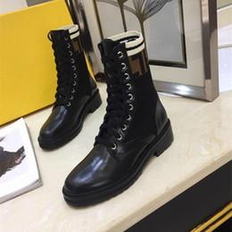 2018 Brand Fashion Luxury Designer Women Shoes Botas medias Superstar New 2018 Retros Thick Heel Boots Luxury Womens Shoes Botas de alta calidad