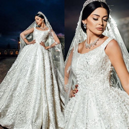 Glamorous Lace Ball Gown Wedding Dresses Elegant Scoop Neckline Sleeveless Lace-Up Birdal Dress 2018 Romantic Sweep Train Wedding Dresses