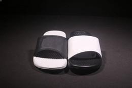 Free Shipping Hot Sale Men derma Slippers Black, white ,mandarin duck Slippers womans Sandals 2018 Summer Beach Sandals Fashion