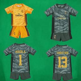 19 20 Real Madrid Kid's Goalkeeper Soccer Jerseys Shorts 2019 20 COURTOIS AREOLA Shirt and Pants Children Soccer Kits Boy's Football Kits