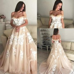 2019 Champagne Elegant Wedding Dresses Off The Shoulder Sweetheart Lace Appliqued Tulle Bridal Gowns with Corset Back Long Court Train