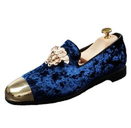 New fashion men party wedding handmade loafers men velvet shoes with and gold buckle men dress shoe men's flats blue black