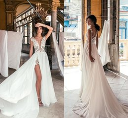 Sexy Deep V Neck Beach Wedding Dresses Side High Slit Lace Appliqued Illusion Bodice Sweep Train Bohomian Wedding Bridal Gowns BC0277