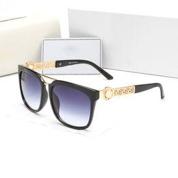 2018 Popular Designer Sunglasses Brand Glasses Outdoor Shades Fashion Classic Sunglasses for Men Ladies luxury Sunglass Mirrors for Women