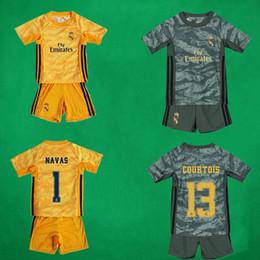 19 20 Real Madrid Kid's Goalkeeper Soccer Jerseys Shorts COURTOIS CASILLA NAVAS Football Sets Children Goalie Soccer Suits Boys Football Kit