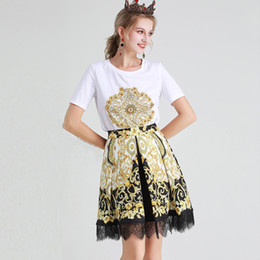 Women's Designer Runway Twinsets O Neck Short Sleeves Beaded T Shirts with Printed Lace Patchwork Skirts Two Piece Dresses Sets