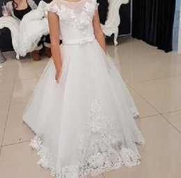 Lovely 3D Flower Girl Dress Sheer Neck Sleeveless Open Back Lace Appliques Wedding Party Kids Formal Gown with Sash Sweep Train Custom Made