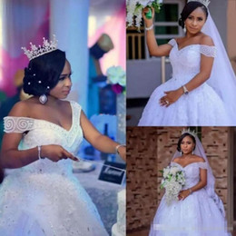 Amazing Beaded A Line Bridal Gowns Sexy Off She Shoulder Lace Appliques Bridal Gowns Saudi Arabia Custom Made Wedding Vesatdios