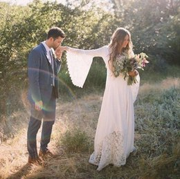 2019 Chic Bohemian Summer Beach Wedding Dresses Long Bell Sleeves Lace Flower Bridal Gowns Plus Size Hippie Wedding Gowns