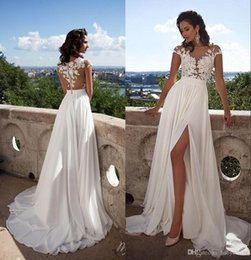 2019 Sexy Sheer Lace Appliqued Bohemian Wedding Dresses Capped Sleeves High Split Chiffon Cheap Summer Beach Bridal Gowns BM0845