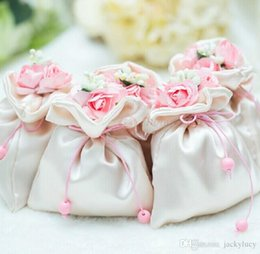 Wholesale Beautiful Elegant Artificial Bouquet Wedding Gifts Bags Wedding Centerpieces Favors Silk Flower Candy Boxes For Table Decoration