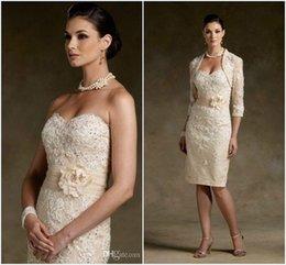 Stock barato Madre de los vestidos de novia 2015 amor atractivo encaje hecho a mano de la flor de la rodilla-longitud vestido formal con el regalo de la chaqueta