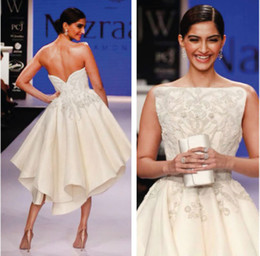 Wholesale Sonam Kapoor Ashi Couture Backless Asymmetrical Off white Embroided Evening Dresses Sweetheart Formals Gowns Special Occasion Dress