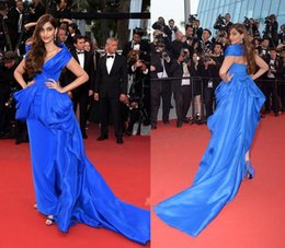 Wholesale Sonam Kapoor Royal Blue Red Carpet Dresses Cannes Inspired V Neck Portrait Neckline Ruffled with Peplum Chapel Train Evening Dresses