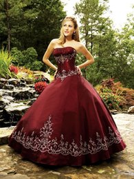 Wholesale Dark Red Gothic Quinceanera Dresses Strapless Vintage Embroidery Ball Gowns Custom Made