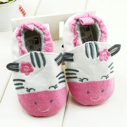 Wholesale Baby first walker shoes infant soft bottom shoes out baby and year old baby girls shoes non skid indoor toddler shoes pair GR152