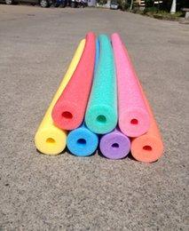 Wholesale Adultos pc Con Hollow piscina de agua de fideos fideos de espuma flotadores para niños Material entrenamiento Terapia Ejercicio Pool Fun x2x150cm Pesca