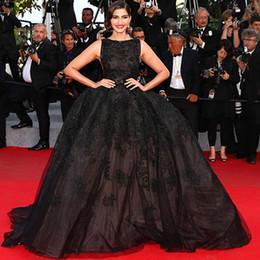 Wholesale Sonam Kapoor Celebrity Dresses Sexy Women Evening Gowns Scoop Crystal Beaded Black Long Elegant Ball Gowns Prom Dresses Vestido Longo