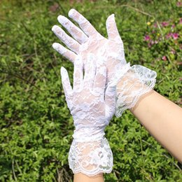 Wholesale 2015 Hot Women Wedding Bridal Lace Gloves Accessories Bride Tulle Flowers Hollow Short Ruffles Glove Car Drive Sun Protection Hand Wear