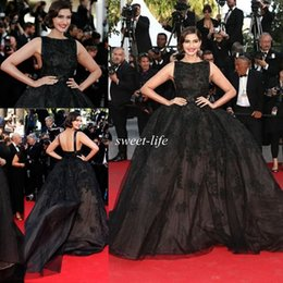 Wholesale 2015 the th Cannes Sonam Kapoor In Elie Saab Celebrity Dresses Ball Gown Bateau Neck Chapel Train Vintage Evening Gowns Prom Dress Custom