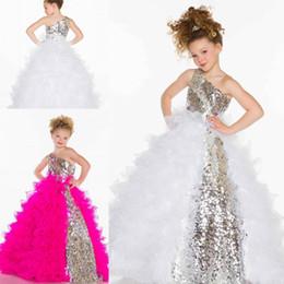 Wholesale 2015 vestidos de un hombro Glitz de las lentejuelas de flores niña linda princesa del plisado de organza blanco fucsia del vestido de bola pequeña flor chica vestido del desfile