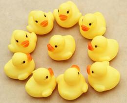 4000pcs детская ванночка игрушки воды игрушки Звуки Мини Желтый резиновые утки Дети Купайтесь Дети Плавание Пляж Дары по DHL