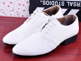 Wholesale 2017 New style White lace up cusp pu leather shoes men s business casual dress shoes groom wedding shoes huihui2014