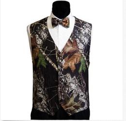 Wholesale 2016 Hot V Neck Camo Mens Wedding Vests Outerwear Groom Groomsmen Vest Realtree Spring Camouflage Slim Fit Mens Vests