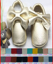 Wholesale 20Pairs girls bows moccs Baby moccasins soft sole moccs genuine leather prewalker booties toddlers infants fringe bow cow leather shoes