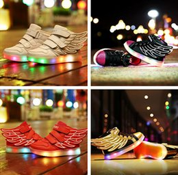 Wholesale Hot Selling New Fashion Wings Enfants Sneakers or Noir Enfants Light Chaussures Haut Top Boy Girl lumineux Led Chaussures