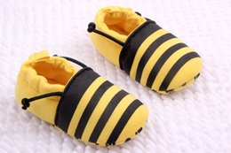 Wholesale HOT SALE Cotton fabric Baby soft sole shoes Infant Booties shoes Baby Prewalker First walker shoes stlyles choose