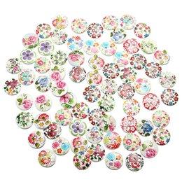 Wholesale La vente chaude nouvelle arrivée a mélangé les boutons en bois trous de motif de motif de fleur blanche Scrapbooking Le tout assortiment