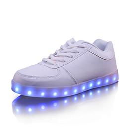 2016 Unisex Homens Mulheres Moda Esporte Running shoes 7 LED iluminado Shoes Lace Up de alta top Casual calçados esportivos Tênis Colors