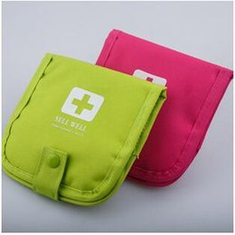 Wholesale 2 colors Outdoor Products Portable Medical Kits Medicine Bag Bag Car Travel FirstAid Kit Emergency First Aid Kit Bag LJJC1582